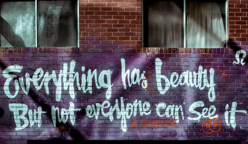 Красивая надпись на стене