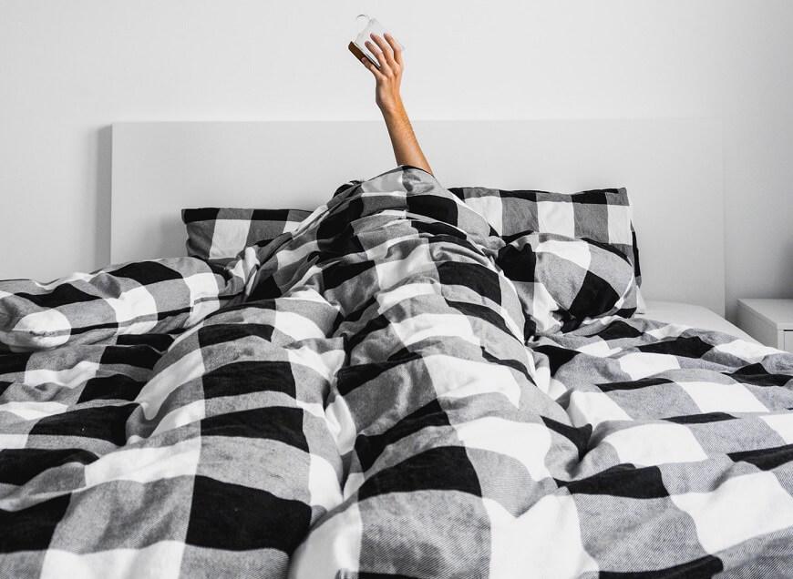Депрессия в постели в клетку